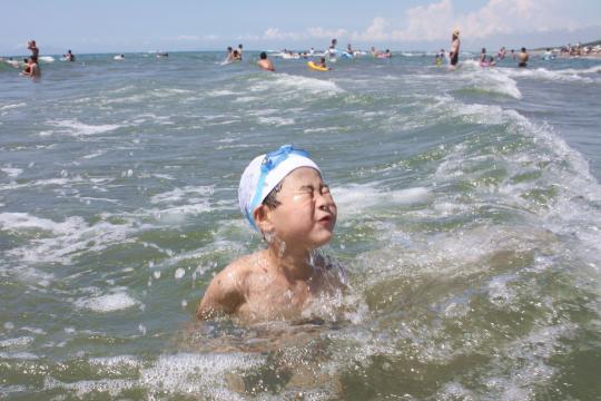 秋田の下浜海岸での海水浴