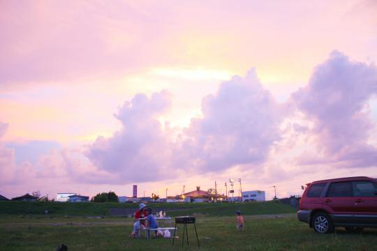 夕焼けを眺めながらバーベキュー