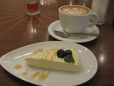 デザートはパッションフルーツのチーズケーキでした♪