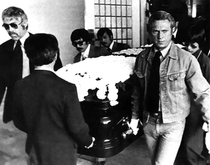 Steve-McQueen-and-James-Coburn-at-Bruce-Lee-Funeral.jpg