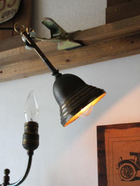 アメリカヴィンテージのシャビーで古い質感たっぷりの真鍮製吊下げライト