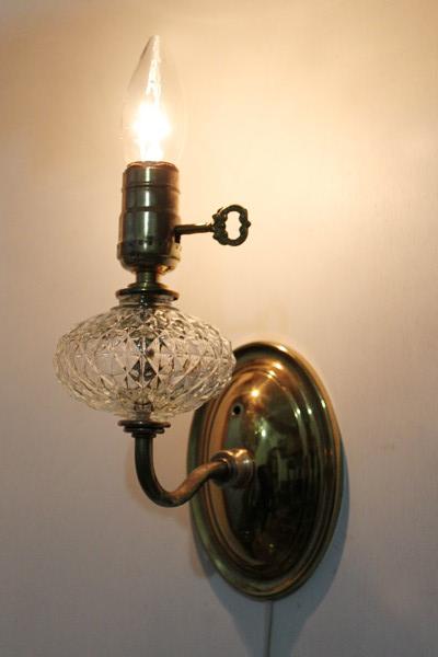 アメリカンヴィンテージガラス飾りの真鍮製ウォールランプ