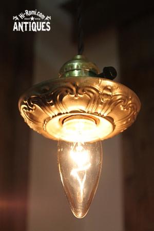 アメリカンヴィンテージ真鍮製フレームエンボス絵柄入りペンダントソケットランプ