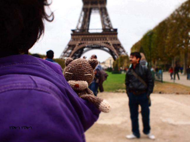 エッフェル塔と編みねこくん