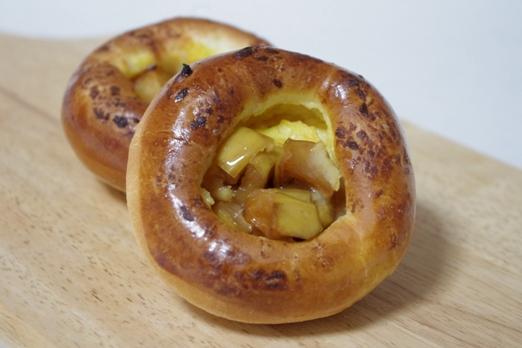 りんごとカスタードのパン
