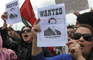 チュニジアでデモ、前大統領の送還を要求