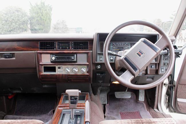 セドリック 運転席