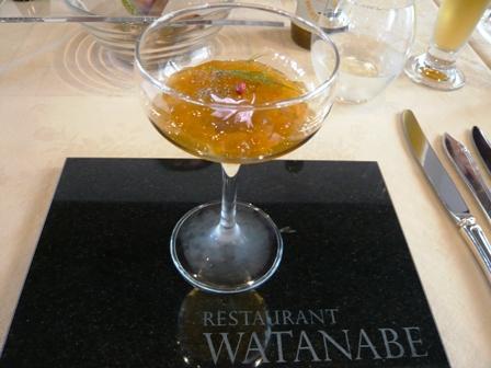 WATANABE:人参ムースと生ウニのカクテル
