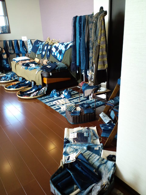 Blue blue+①