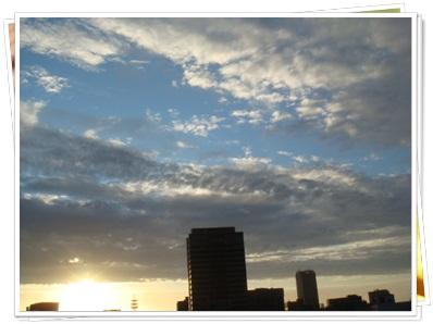曇り空から太陽