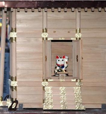 キティちゃん神社招き猫