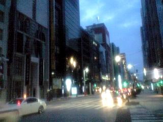 夜の銀座(中央通り)