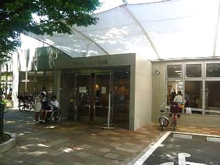 港区水泳大会(プール玄関)
