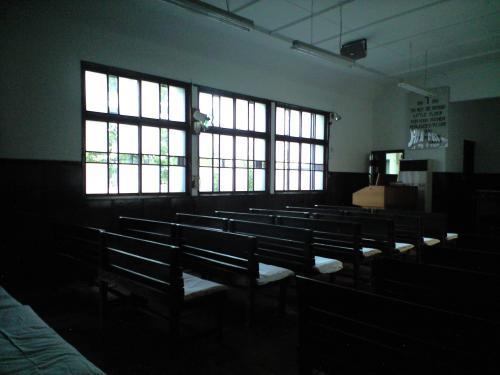 四日市教会礼拝堂の窓