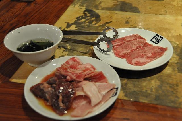 DSC_3270 最初のセット ワカメスープ、豚タン塩、牛バラとろカルビ、ハラミ、ビートロ