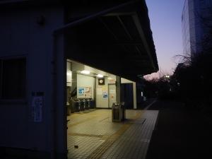 流通センター駅 外観