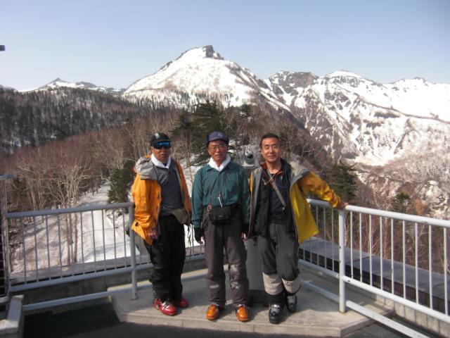 ロープウェイ黒岳駅展望台にて撮影:後ろには『黒岳』
