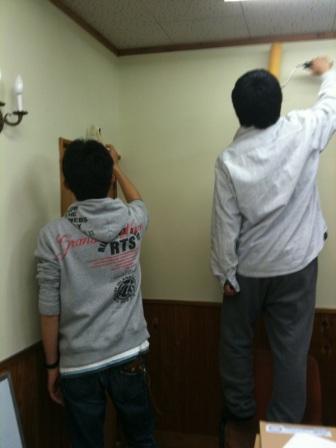 壁塗り職人2人