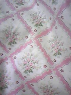 花柄+格子模様の布。やっぱりピンクが好きなのです。