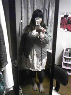 旦那作・春色2wayスカートをワンピとして着てみる。デニム風レギンスを履いてます。