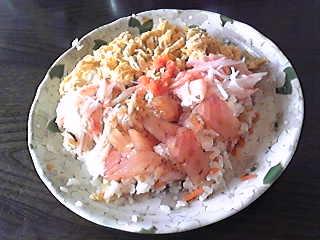 ひな祭り!ということで、ごちそうです^^ちらし寿司。