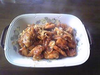 嫁料理・鶏肉のチリソース炒め。美味いけど辛さが凶悪。