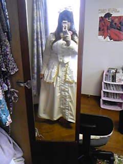 嫁実物・コップレ衣装試着。昼間撮ると明るく映るんだけどなー。