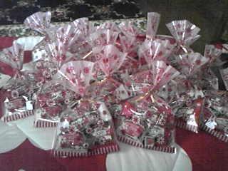 お菓子の詰め合わせ22個。他にも小さい袋もあったりとか。