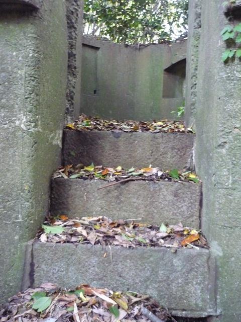 階段、砲台長位置へ