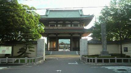 日泰寺の山門です。この手前に1kmほどの参道があります。