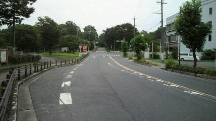 アサレンのスタート地点の愛知県森林公園の正門前交差点です。ここを左折して志段味に向かいます。