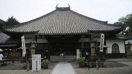 八事山興正寺の本堂です。尾張高野山と言われているそうです。この写真は別の日に早朝トレーニングで行きました。朝6時ですが、すでに寺務所も本堂も開いていました。