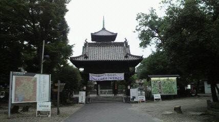 八事山興正寺の山門です。表通りの山門と別に中にもあります。この山門と五重塔と本堂が一直線上に配置されています。