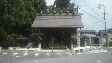 猿投神社の門です。