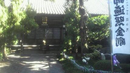 20番札所龍台院本堂です。中庭の鶴がめだちますね