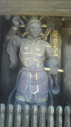 21番札所常楽寺山門の左側におわします広目天です