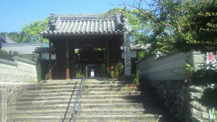 25番札所円観寺の山門です