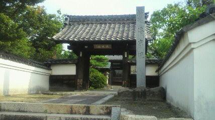 8番札所伝宗院の山門です