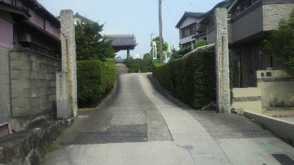 11番札所安徳寺の山門です
