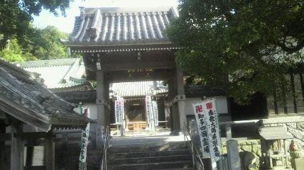 13番札所安楽寺の山門です