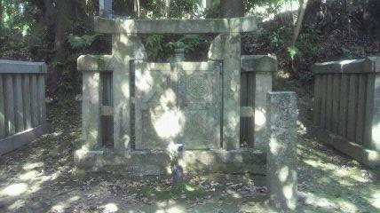 15番札所洞雲院の於大の方墓所です