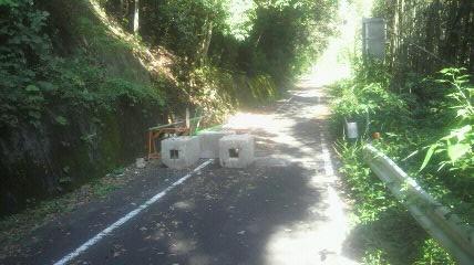 県道355号線崩落箇所手前100mの様子です。