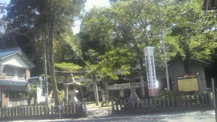 八王子神社入り口です。この上に山門と本殿があります。