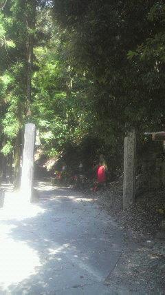 43番札所岩屋寺から奥に300m行くと奥の院入り口です。