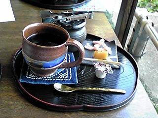 かき氷で寒くなったので、大蔵珈琲セットで温まります。