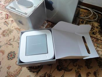 Mac miniの箱を開けます。
