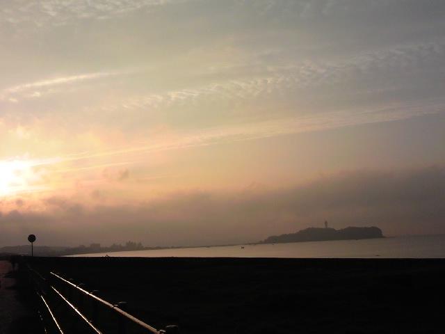 朝の江の島2