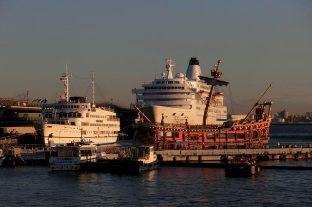 パシフィックビーナスと謎の海賊船