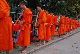 タイの托鉢僧