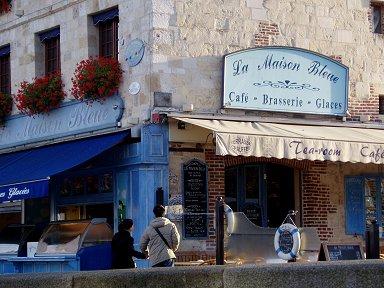 朝陽にようやく目覚める港のカフェdownsize